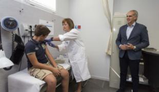 La Comunidad comienza a vacunar a los niños de 12 años con la nueva vacuna frente a la meningitis