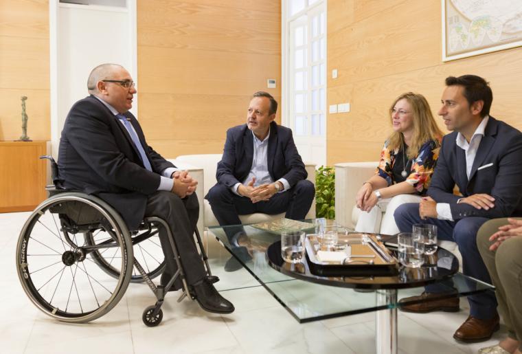 Reyero se propone eliminar la lista de espera en la atención temprana de personas con discapacidad