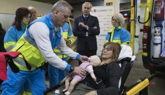 La Comunidad favorece el contacto piel con piel entre mamá y bebé en las UVI móviles del SUMMA 112 tras partos de emergencia