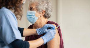 La Comunidad de Madrid reduce de seis meses a uno el plazo para vacunar a personas menores de 65 años que han pasado el COVID-19