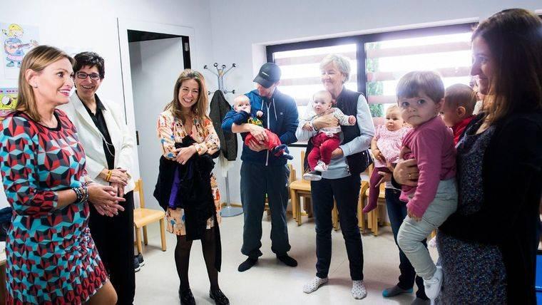 Ainhoa Arteta recorre la Escuela Municipal de Música de Pozuelo