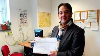 Miguel Ángel Berzal, portavoz de Ciudadanos, con las enmiendas a los Presupuestos Municipales.
