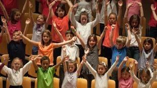 Casi 300 escolares cantan en Pozuelo por Navidad