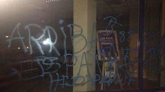 El Pleno de Pozuelo condena las pintadas neonazis en La Casa del Barrio