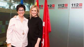 La alcaldesa de Pozuelo y Cristina Cifuentes visitan el parque de bomberos y el 112