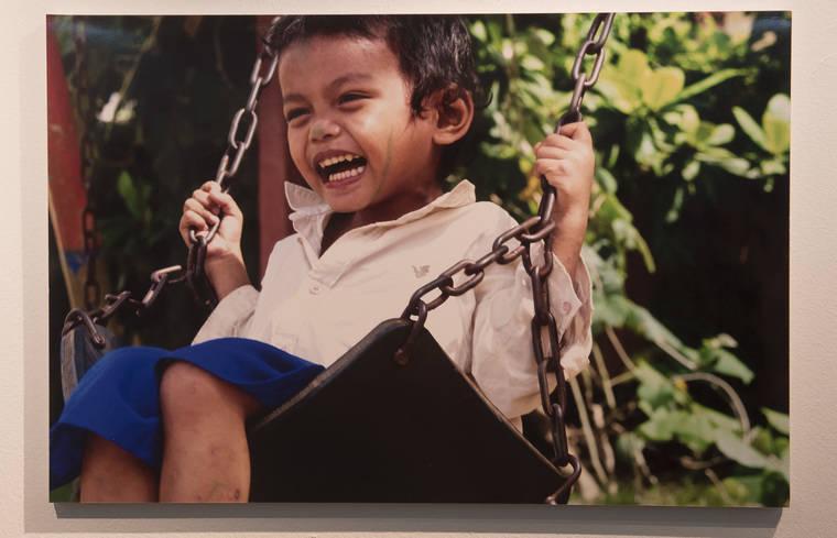 Susana Pérez Quislant inaugura la muestra 'Crecer en Camboya'