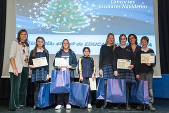 El Ayuntamiento entrega los premios de los concursos escolares navideños de Belenes, Árboles y Felicitaciones