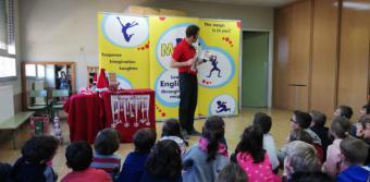 """Cerca de 800 niños aprenden y disfrutan estos días del espectáculo de magia """"Christmas Party"""""""