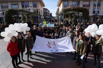 Alrededor de 600 alumnos del colegio Escuelas Pías de San Fernando de Pozuelo celebra el Día Escolar de la No Violencia y Paz