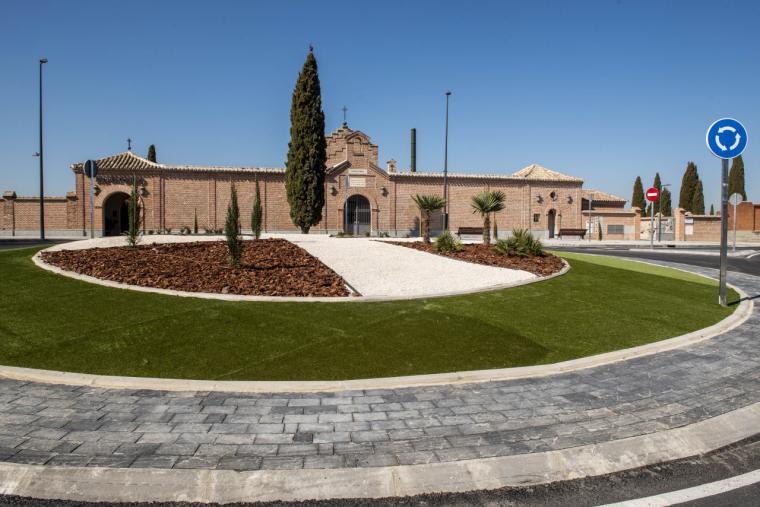 Finaliza la construcción de la rotonda del cementerio con la que se mejora la movilidad en la zona