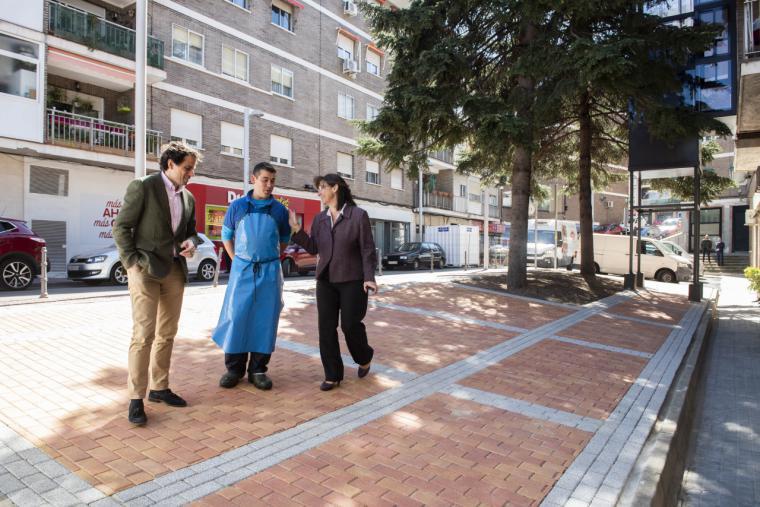 El Ayuntamiento de Pozuelo acondiciona los parterres de la calle París como zonas ajardinadas