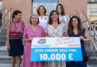 La alcaldesa acompaña a la Asociación de Comerciantes Pozuelo Calidad en la entrega de los 10.000 euros de premios de la campaña de Primavera-Verano