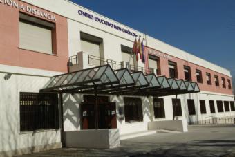 El Ayuntamiento recuerda que sigue abierto el plazo de solicitud para los cursos de Formación Municipal de Adultos del Centro Educativo Reyes Católicos