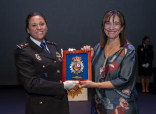La alcaldesa ensalza la labor de la Policía Nacional de Pozuelo en el día de sus patronos