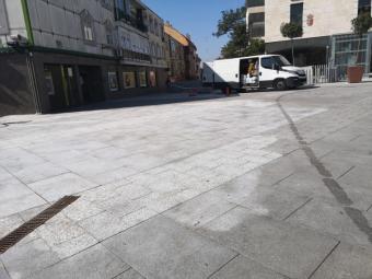 El Ayuntamiento de Pozuelo de Alarcón lleva a cabo una campaña de limpieza integral en la Plaza del Padre Vallet