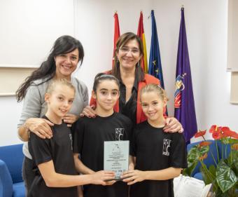 La alcaldesa recibe al equipo de Pozuelo que se proclamó campeón de España Alevín de Gimnasia Artística