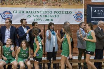 El Club Baloncesto Pozuelo cumple con su tradicional gran foto de familia en el Polideportivo Municipal El Torreón