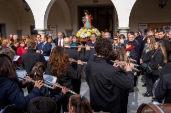 La alcaldesa acompaña a La Lira de Pozuelo en su homenaje a Santa Cecilia, patrona de los músicos