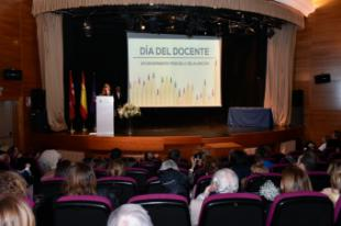 El Ayuntamiento reconoce en el Día del Docente, el trabajo, esfuerzo y dedicación de todos los profesores de Pozuelo y a los que se jubilan este curso