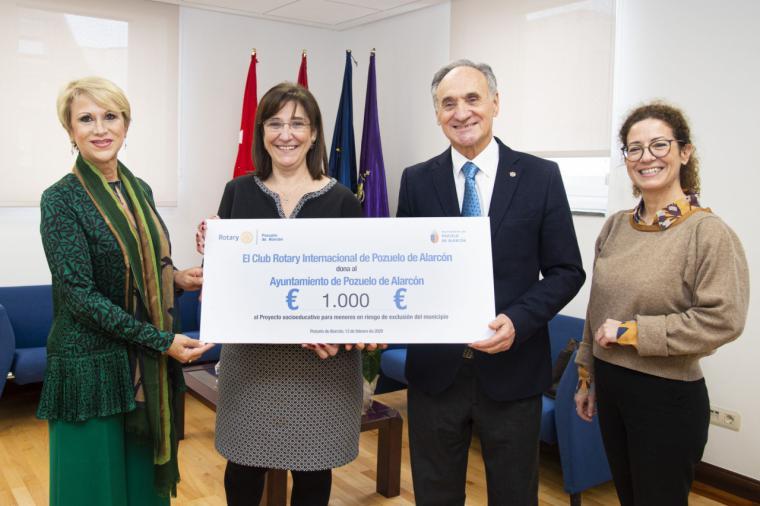 El Ayuntamiento recibe mil euros del Club Rotary Internacional de Pozuelo de Alarcón con los que se premiará a menores en riesgo de exclusión social de la ciudad