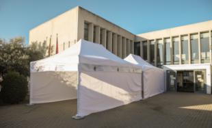 El Ayuntamiento instala una carpa en el Centro de Salud Pozuelo- Somosaguas