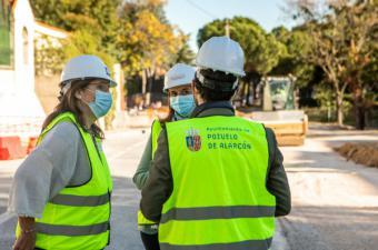La alcaldesa visita las obras de la calle Javier Fernández Golfín, que avanzan a buen ritmo