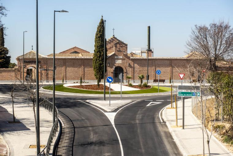 Los vecinos podrán asistir al cementerio Santo Ángel de la Guarda durante estos días, aunque se encuentre en zona restringida