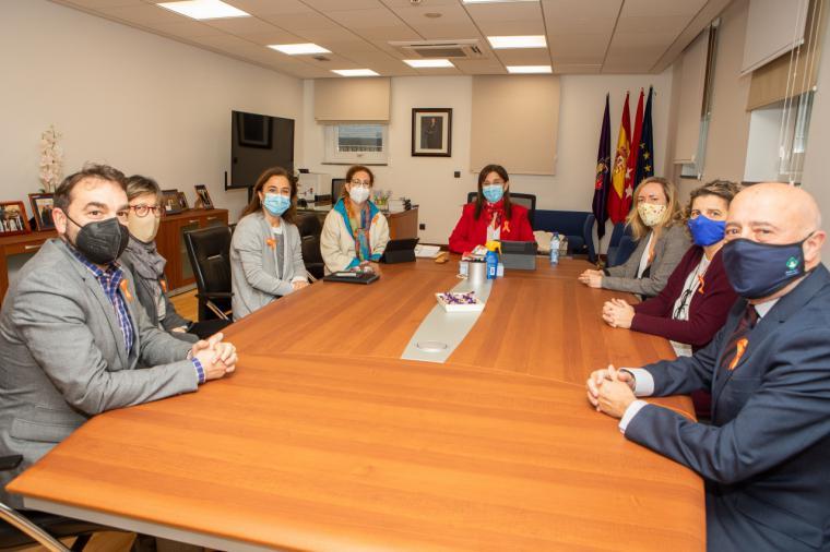 Pérez Quislant muestra su apoyo a la educación concertada en una reunión con los directores de los cinco colegios de Pozuelo