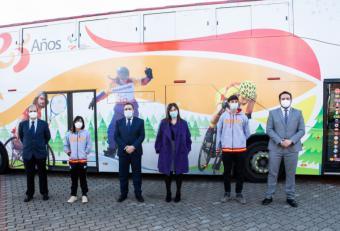 Pérez Quislant recibe al autobús del Comité Paralímpico Español con motivo de su XXV aniversario