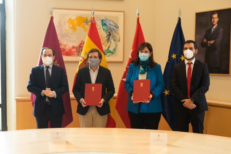 Pérez Quislant y Almeida firman un convenio para que la totalidad de las aguas pluviales y residuales de Pozuelo se depuren en Madrid