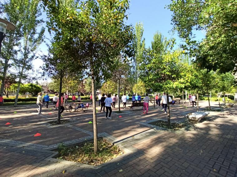 El Gobierno municipal de Pozuelo de Alarcón organiza sesiones de actividad física al aire libre para los mayores de la ciudad