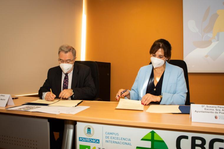 La alcaldesa promueve la cultura científica y tecnológica entre los jóvenes de la ciudad