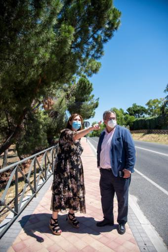 Pérez Quislant visita las obras de mejora en la carretera M-508 que cuenta con nuevas aceras, una rotonda y un aparcamiento