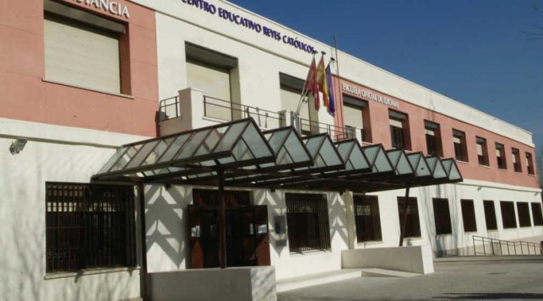 Abierto el plazo de inscripción para el programa de Formación Municipal para Adultos que se imparte en el centro Reyes Católicos