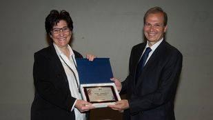 El Ayuntamiento recibe el reconocimiento del Club Natación Pozuelo
