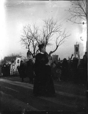 Procesión del Carmen pasando a la altura del colegio San José de Cluny antes de la Guerra Civil. Foto de la familia Ulecia.