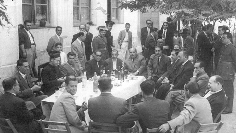 """Fiestas del Pilar de 1950 en La Inseparable. Foto: Asociaci�n Cultural La Poza (publicada en """"El despertar de la memoria"""")."""