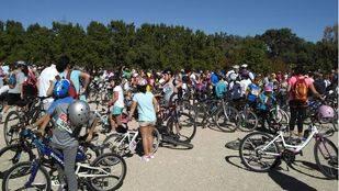 Miles de personas participan en la Fiesta de la Bicicleta de Pozuelo de Alarcón