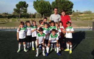 El equipo prebenjamín A del C.F. Pozuelo con Cristiano Ronaldo en el Valle de las Cañas. Pozuelo de Alarcón.