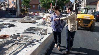 La Alcaldesa, Susana Pérez Quislant y el Teniente de Alcalde de Obras e Infraestructuras, Pablo Gil, en la calle Campomanes.