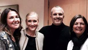 Cristina Cifuentes otorga la Medalla Internacional de las Artes a Miguel Bosé