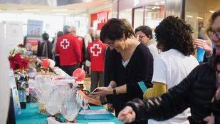 Una veintena de asociaciones participaron en el tradicional mercadillo solidario de Pozuelo