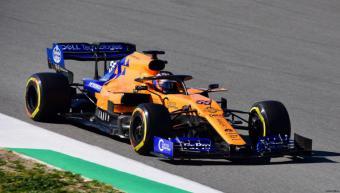 Carlos Sainz regresa a Madrid tras suspenderse el arranque de la F1