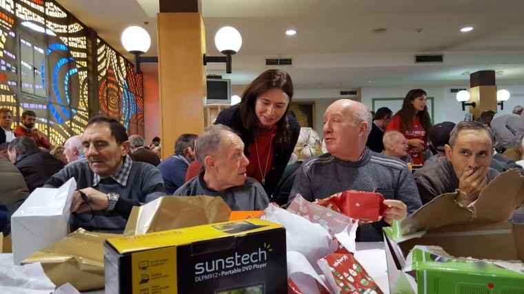 Regalos navideños para 274 adultos tutelados por la Comunidad de Madrid