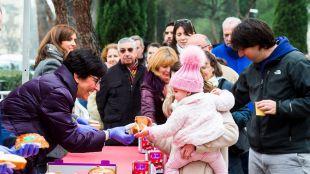 Los pozueleros prepararon la llegada de los Reyes con 2.500 raciones de roscón y 500 litros de chocolate