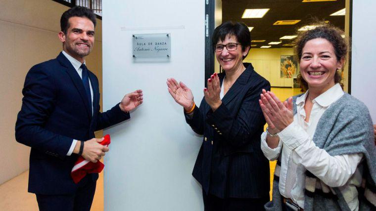 Pozuelo rinde homenaje a Antonio Najarro y da el nombre del bailarín y coreógrafo a una de las aulas de la EMMD