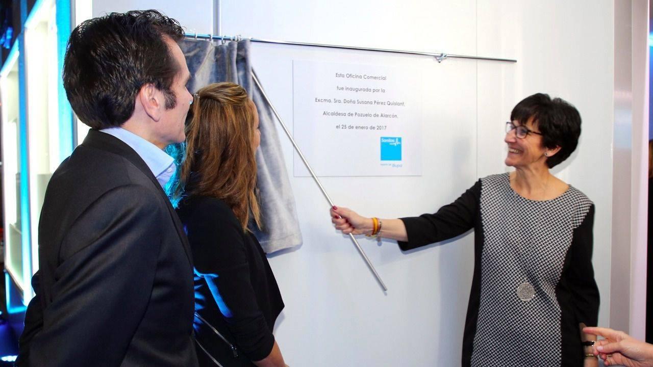 Susana p rez quislant y gemma mengual inauguran la nueva for Oficinas de sanitas en madrid