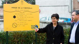 Los vecinos de La Fuentecilla estrenan parque infantil junto a la alcaldesa de Pozuelo