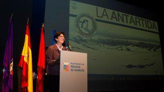 Los alumnos de Pozuelo llenan el MIRA Teatro para realizar una conexión en directo con la Antártida