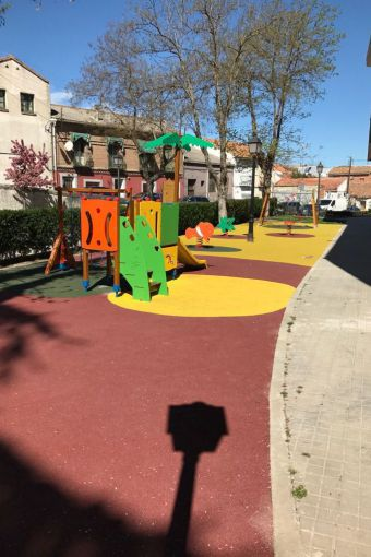 El PSOE denuncia la situación de un parque de juegos inaugurado por Quislant en noviembre